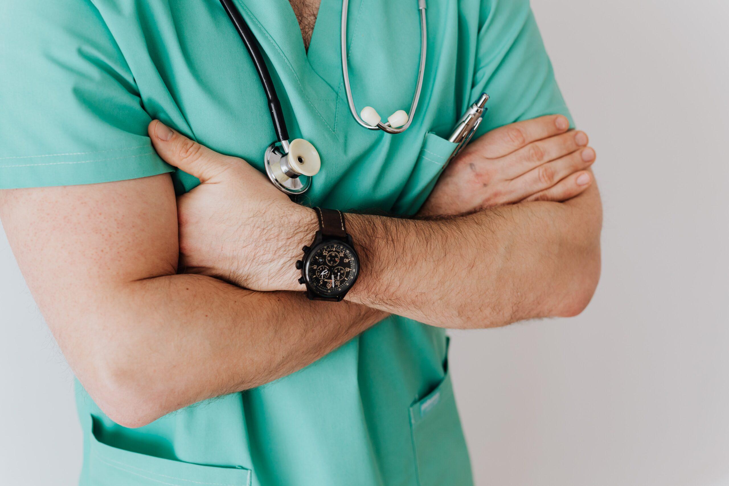 Как оптимизировать контекстную рекламу для медицинских услуг с учетом сезонности